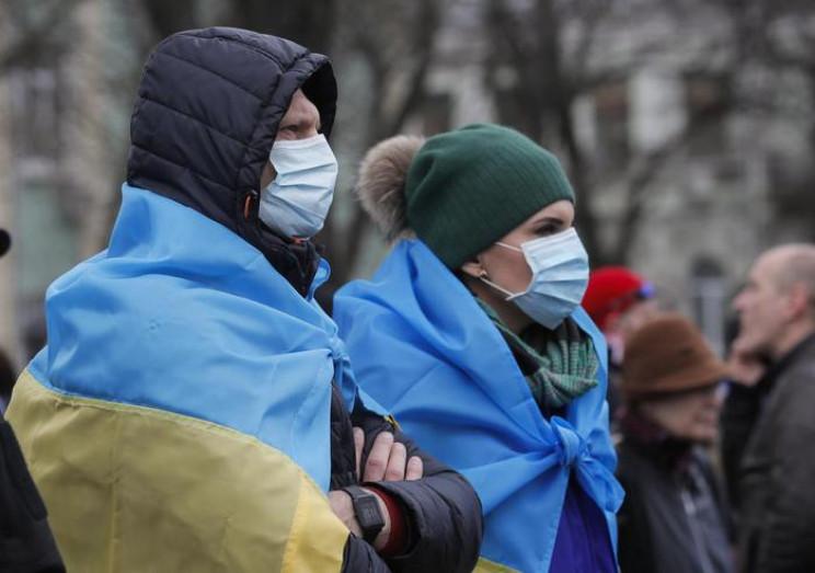 С COVID-19 за рубежом борются 175 украин…