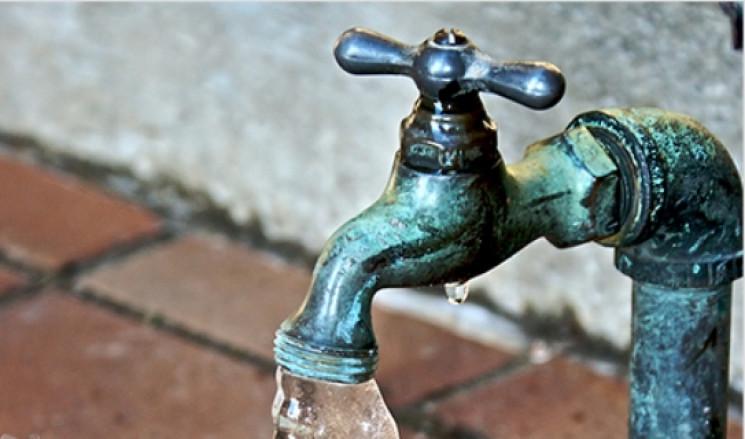 Комунальники Кернеса прикрутили воду у ш…