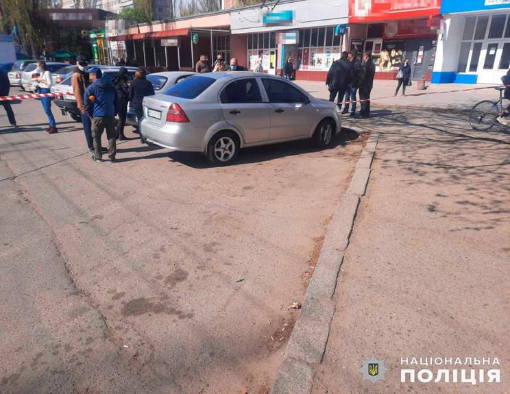 У Миколаєві біля банку грабіжники вихопи…