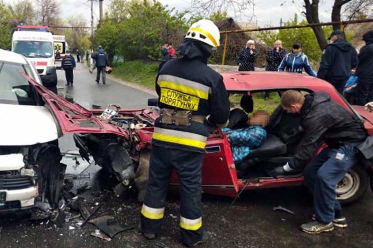 В Днепре водитель разбил советскую машин…