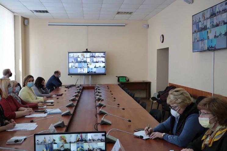 На Луганщине решали, как закончить учебн…