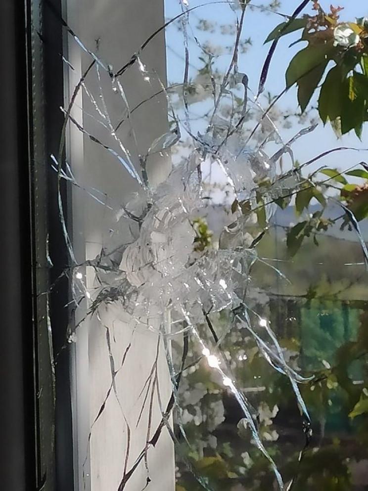 Боевики обстреляли Золотое: Повреждены ж…