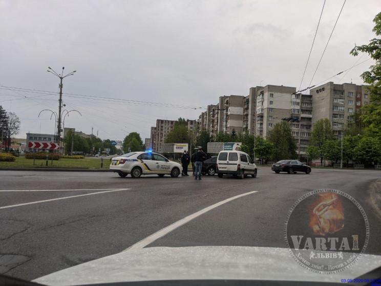 У Львові на Виговського зіткнулися автом…