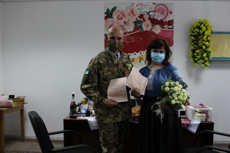 Важкопоранений боєць одружився зі своє н…