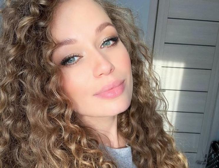 Відома українська співачка поїхала до Ро…