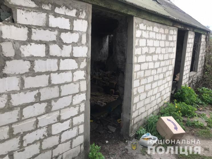 На Харківщині чоловік зарубав двох людей…