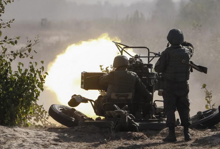 На рассвете оккупанты обстреляли из 120-…