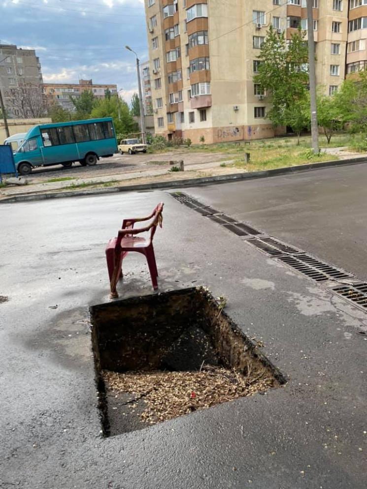 У Миколаєві пласт асфальту провалився пі…