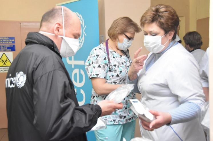 ЮНІСЕФ доправив на Донбас медобладнання…