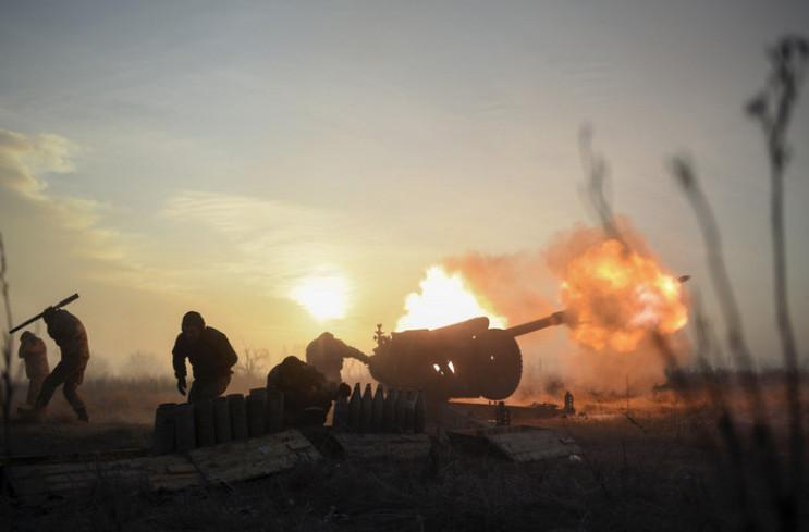 """Восемь обстрелов и два """"200-х"""": Украинск…"""