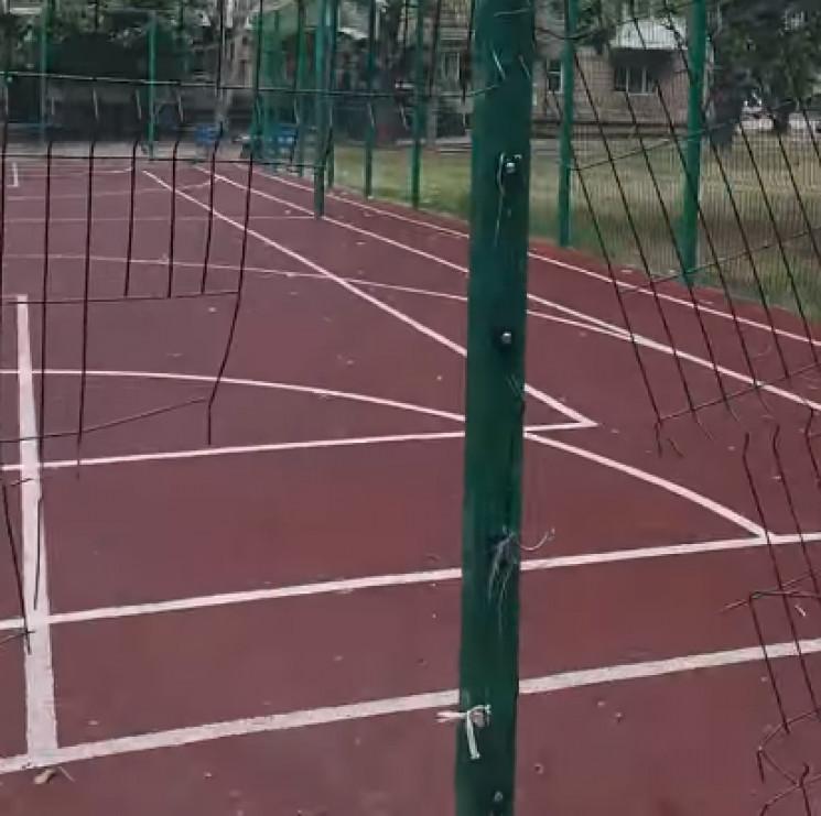 Як у Миколаєві спаплюжили новий футбольн…