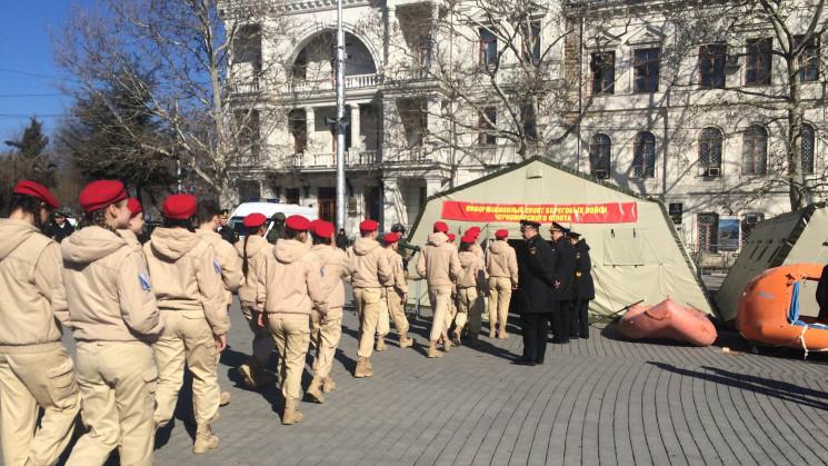Тотальна мілітаризація: Як в Криму пропа…