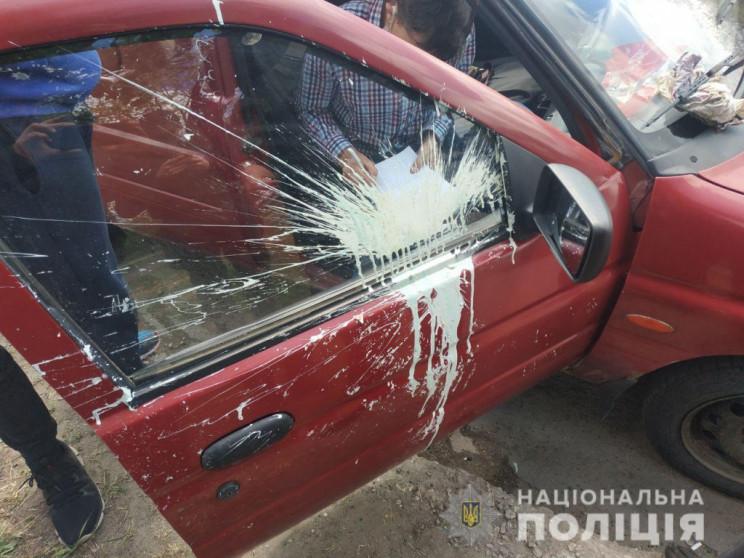 У Маріуполі закидали фарбою автомобілі п…