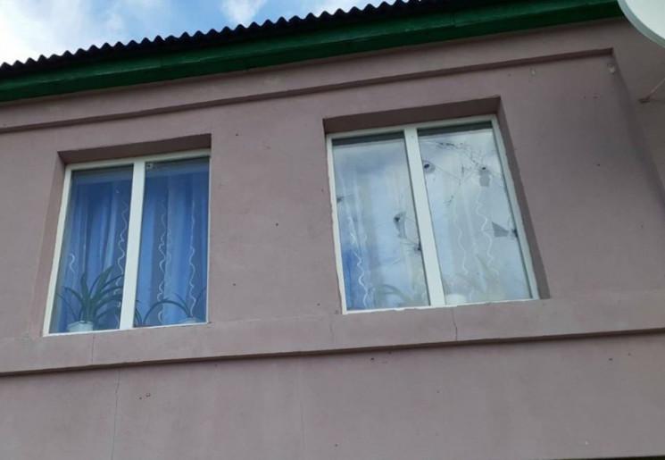 Бойовики обстріляли житлові будинки Трьо…