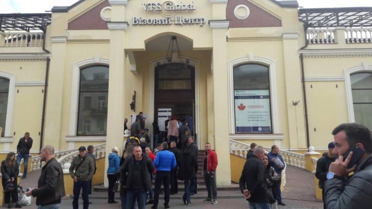 Коли у Львові відновлять роботу візові ц…