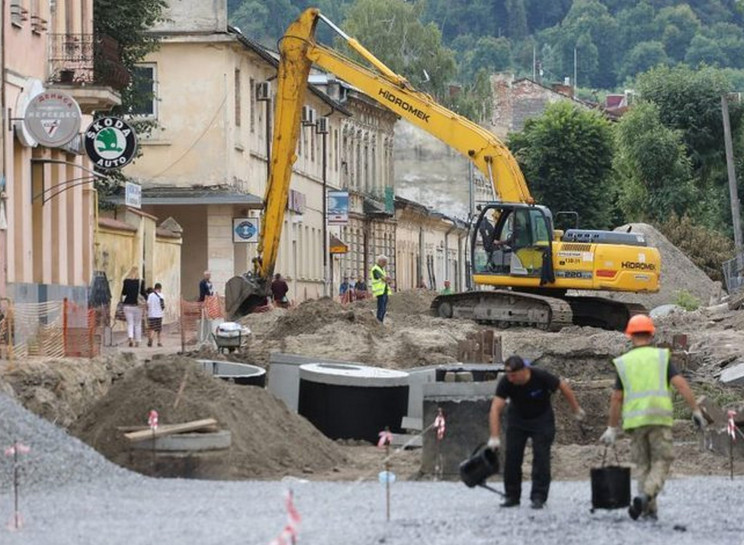Як у Львові ремонтують Хмельницького…