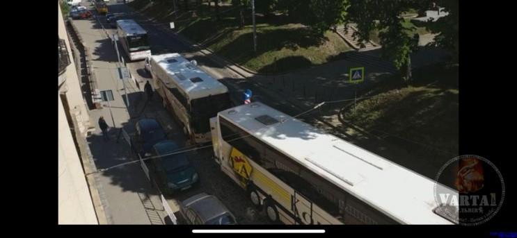 У Львові перевізники блокують обладмініс…