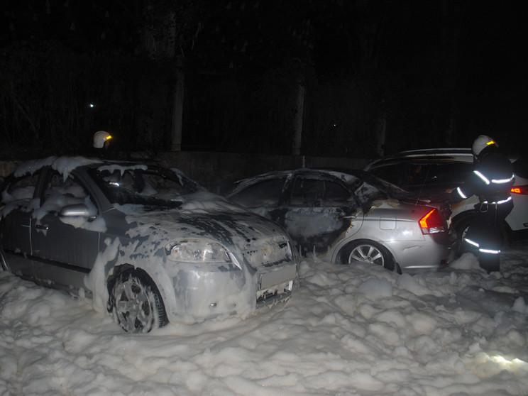 В Николаеве на парковке загорелись два а…