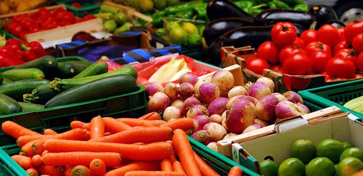 Чому небезпечні великі травневі овочі…