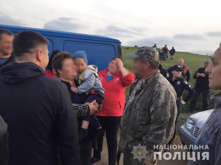 Як на Миколаївщині сто поліцейських шука…