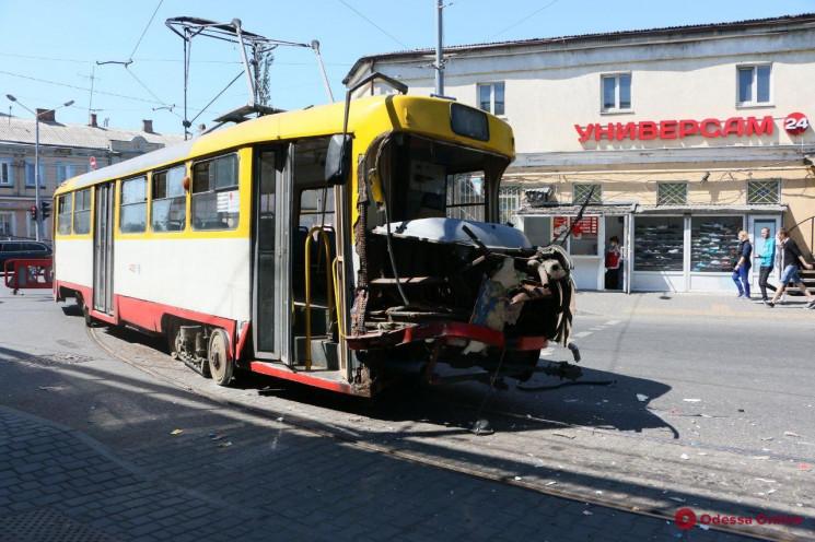 В Одесі у трамвая знесло половину кабіни…