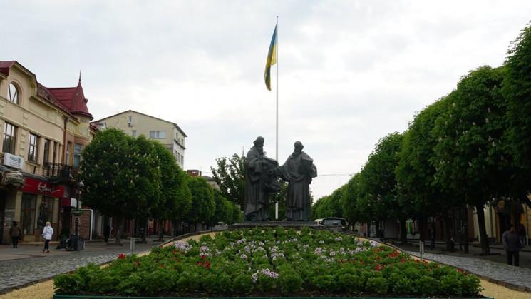 """У Мукачеві """"причепурили"""" площу Кирила і…"""