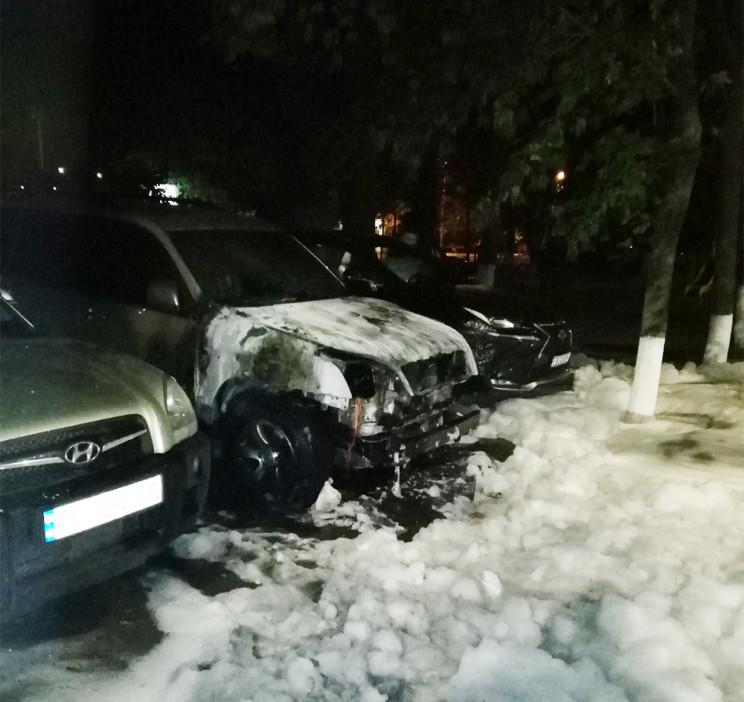 На Миколаївщині на парковці спалахнули ч…