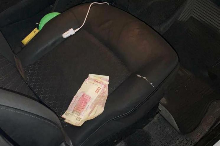 Поліцейські не взяли 600 гривень у п'яно…