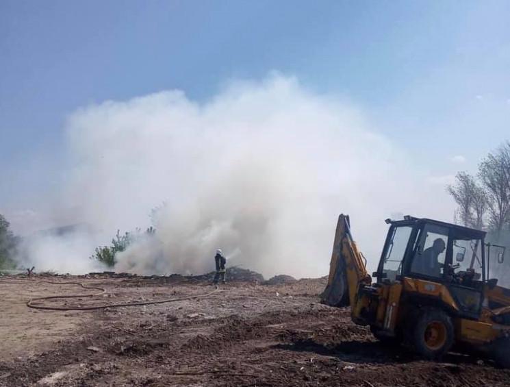 У Тернополі горить сміттєзвалище…