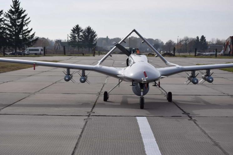Українські бойові дрони Bayraktar TB2 пр…