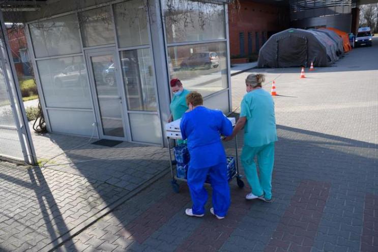 Коронавірус убив 579 українців, заразив…