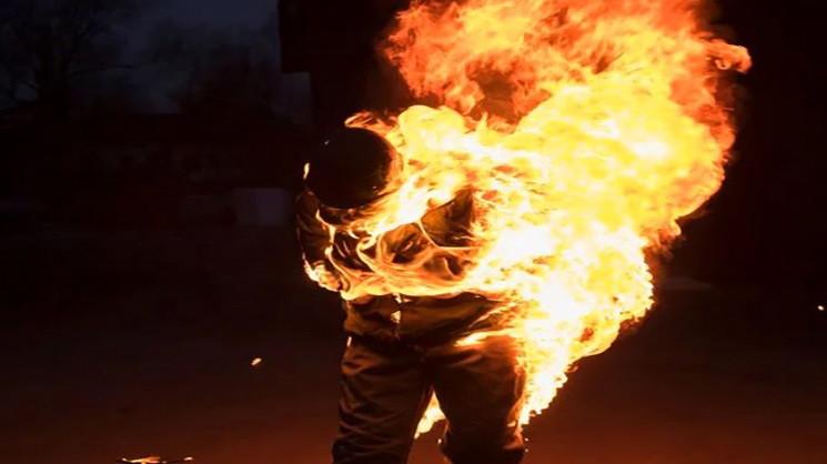 На Запоріжжі чоловік облив себе бензином…