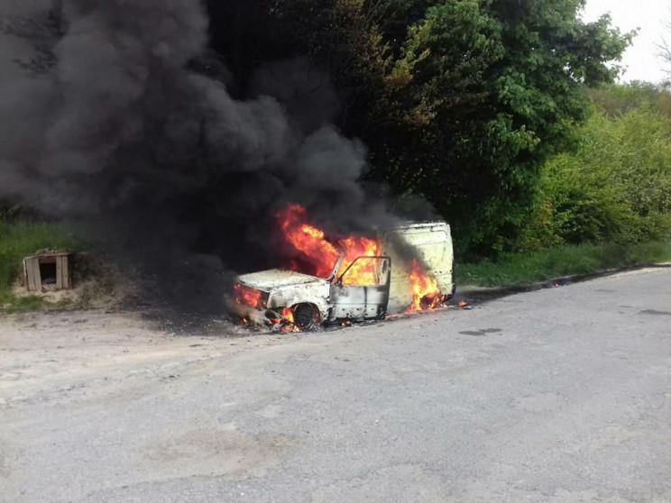 Як біля Дубно сьогодні згорів Renault Ra…