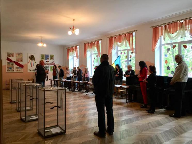 У Львові члени виборчої комісії молилися…