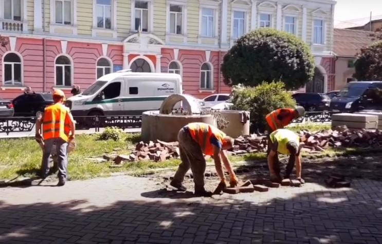 """В Ужгороді на Петефі """"розбомбили"""" зелену…"""