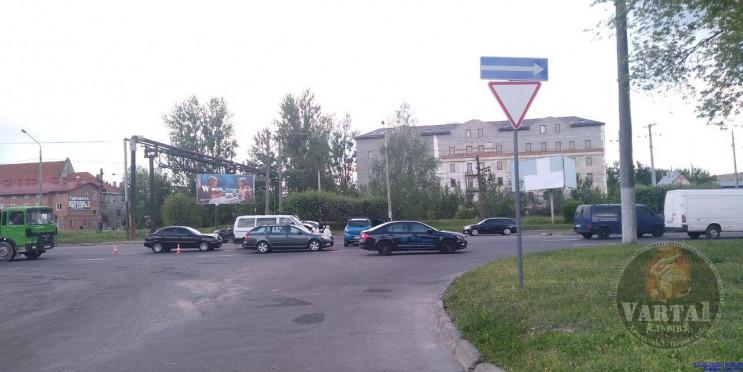 У Львові на Луганській зіткнулися автомо…