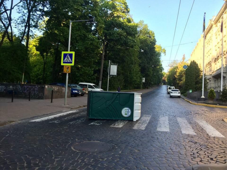 В центрі Львова на пішохідному переході…