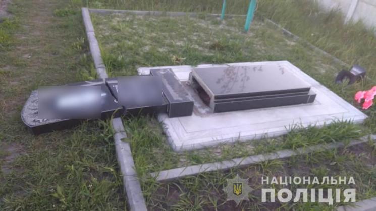 На Харківщині діти пошкодили 13 могил на…