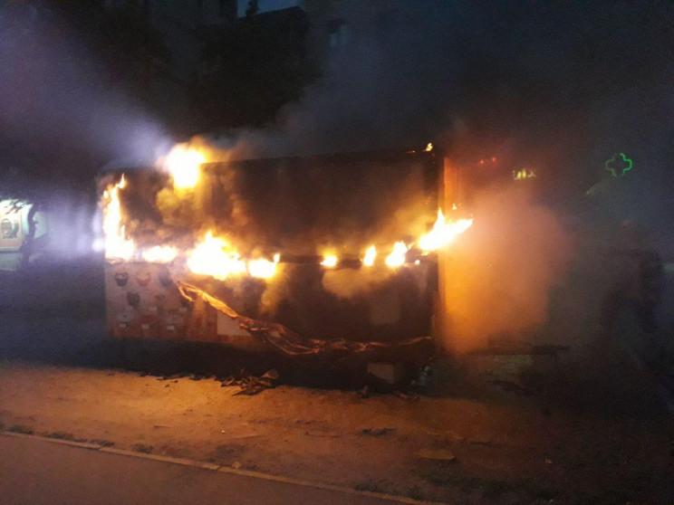 В Запорожье ночью сгорел киоск…