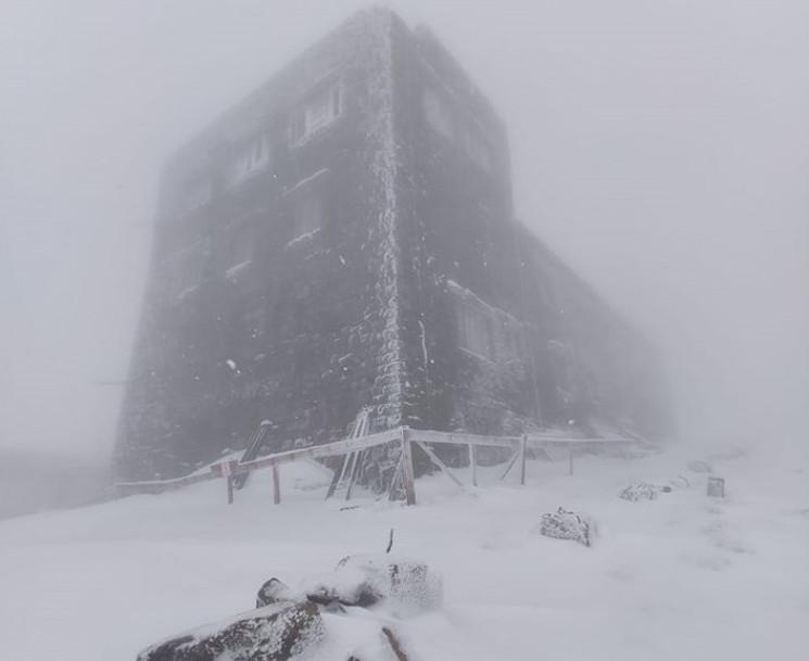 У високогір'ї Карпат намело 40 см снігу…
