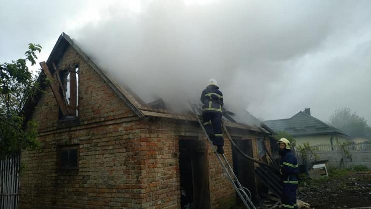 Біля Млинова загасили пожежу у будинку (…