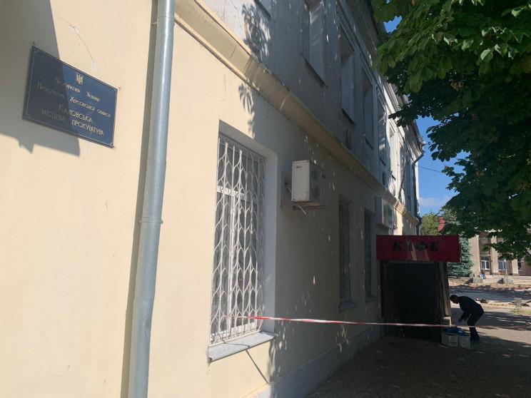 У будівлю прокуратури в херсонській Кахо…