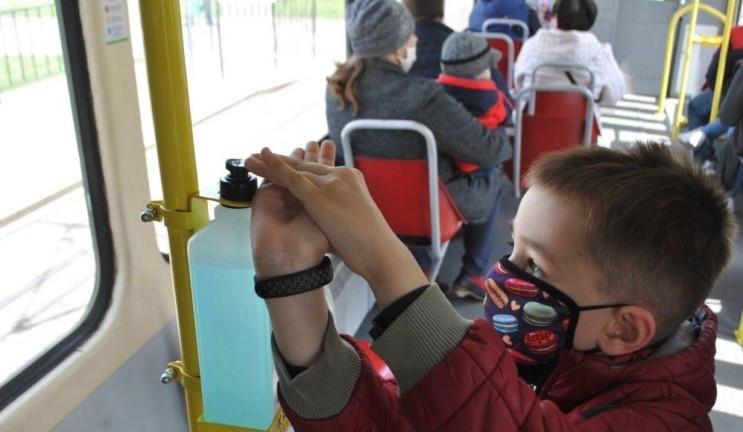 Львівські трамваї і тролейбуси обладнали…