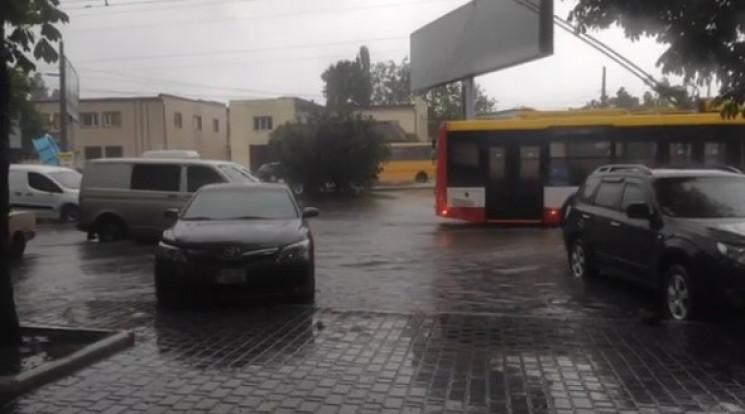 Плавающие авто и затопленные районы: Как…
