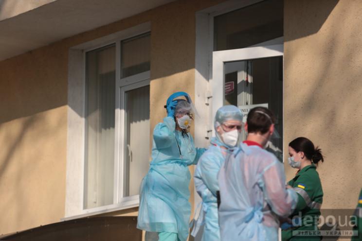 Коронавірус убив 679 українців…