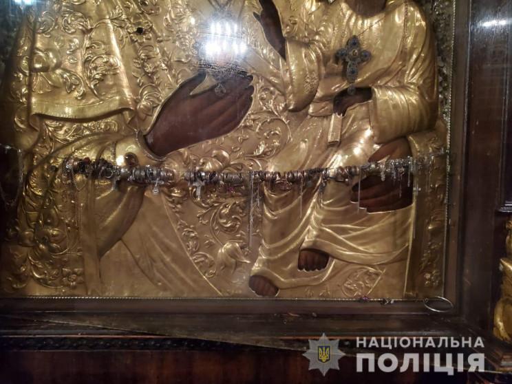С икон в центральном соборе московской ц…