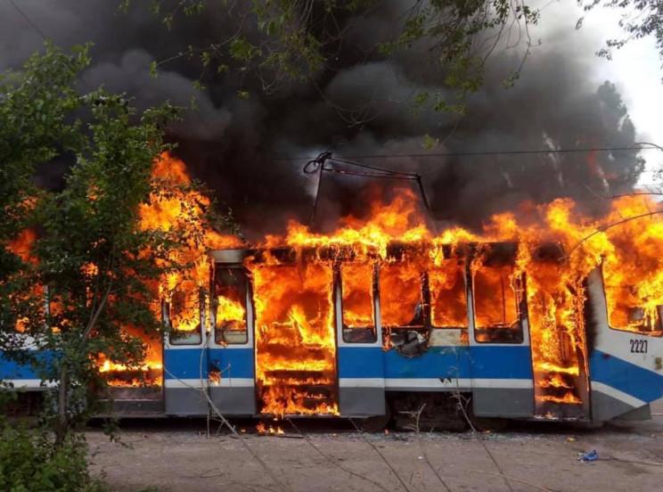 В Днепре дотла сгорел трамвайный вагон…