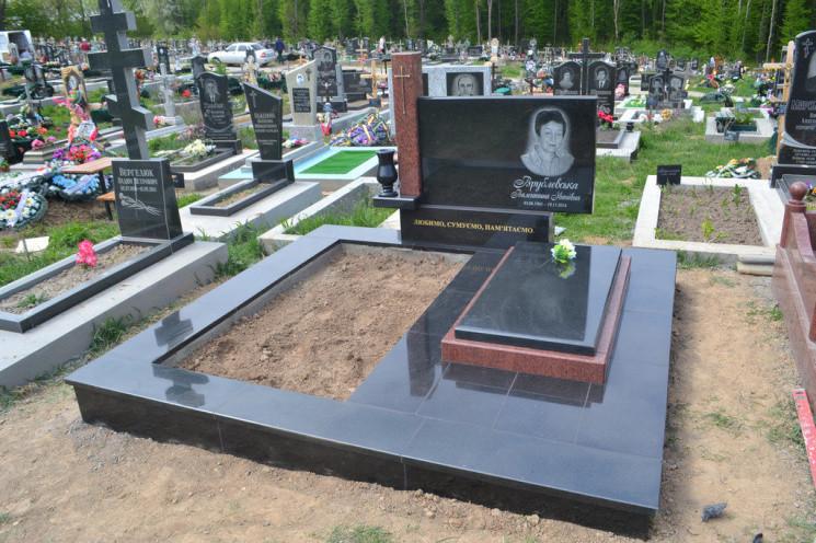 Вінничан просять не йти на кладовищау п…