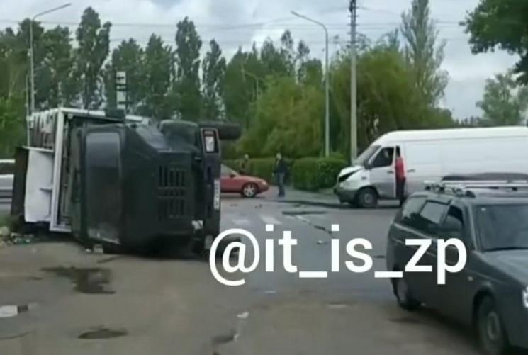 В Запорожье в районе аэропорта переверну…