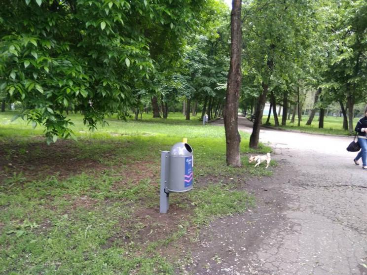 В парке Днепре вандалы вырвали из земли…